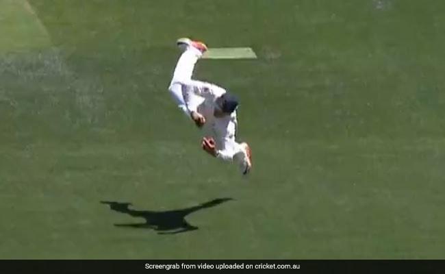 India Vs Australia: विराट कोहली को आउट करने के लिए हवा में उड़ गया कंगारू, एक हाथ से लिया कैच, देखें VIDEO