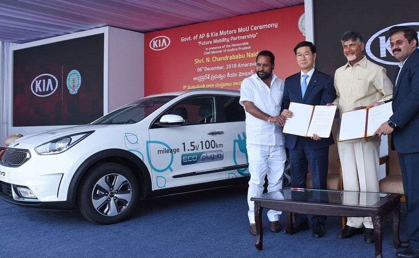 CM N. Chandrababu Naidu and Kookhyun Shim, MD,CEO, Kia Motors India signed the MOU