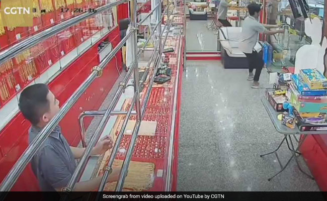 Watch: He Went To Rob Jewellery Store. What Happened Next Will Make You ROFL