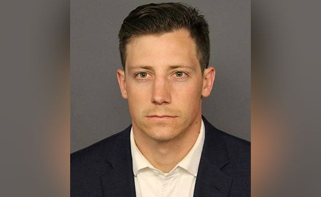FBI agent who shot man at Denver bar pleads guilty