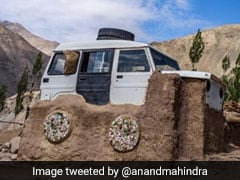<i>3 Idiots</i> Inspiration Sonam Wangchuk Reveals Story Of Viral 'Jeep-Roof' Pic To Anand Mahindra