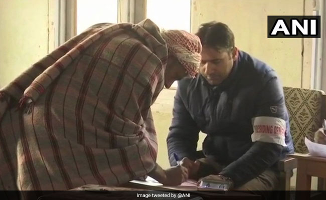 Voting Underway For 6th Phase Of Jammu And Kashmir Panchayat Polls