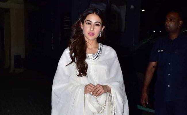 Sara Ali Khan Loves Her Ethnic Whites. 5 Picks For You To Try