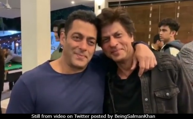 Shah Rukh And Salman Khan Revisit Fond Memories Watch Karan Arjun