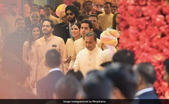 Isha Ambani Wedding: ईशा अंबानी के घर बारात लेकर पहुंचे आनंद पीरामल, यूं अंबानी परिवार ने किया बारातियों का स्वागत, देखें VIDEO