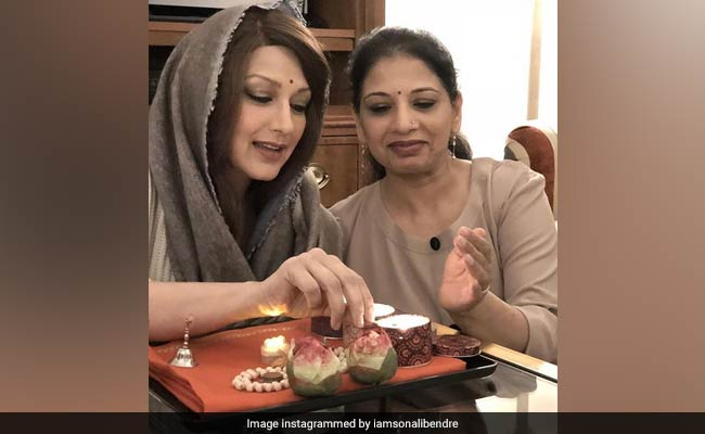 Sonali Bendre's Heartwarming Note For Her Sister Will Make You Teary Eyed