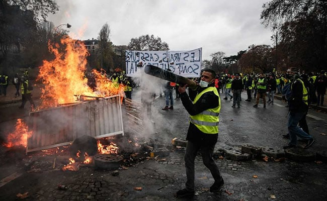 France girds for weekend protests, fearing more violence