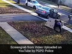 चोर ने आसानी से चुराई TV, लेकिन ले जाने में आ गई नानी याद, VIDEO देख हंसी नहीं रोक पाएंगे आप