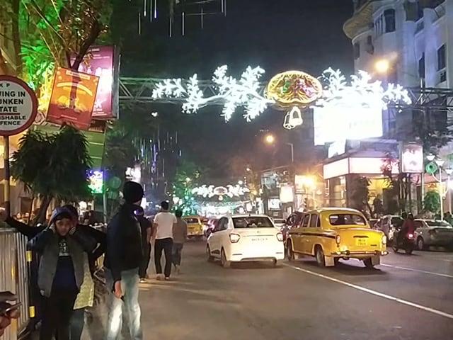 Video : ক্রিসমাসের কলকাতা, পার্কস্ট্রিট বো ব্যারাকের সংস্কৃতিতে উজ্জ্বল কলকাতা শীতকালীন উৎসব