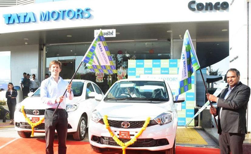 Greg Moran, Zoomcar & Shailesh Chandra, Tata Motors at the flag off in Pune