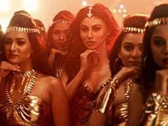 'KGF' Song Gali Gali: कैटरीना कैफ को टक्कर देने आई मौनी रॉय, 'त्रिदेव' के सॉन्ग पर धांसू डांस- देखें Video