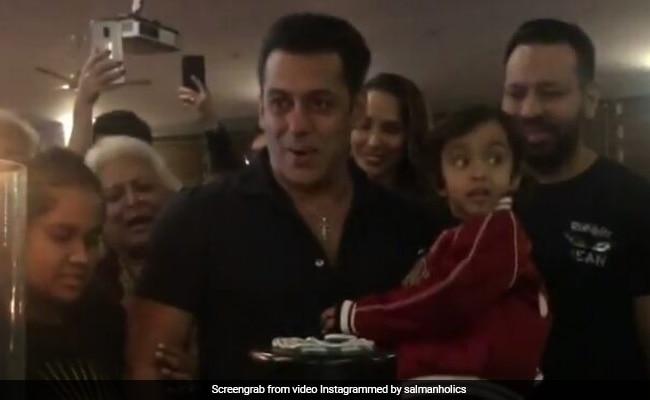 Salman Khan Birthday: सलमान खान के बर्थडे पर 'ओ ओ जानेजाना...' सॉन्ग पर हुआ ग्रुप डांस, Video हो रहा वायरल