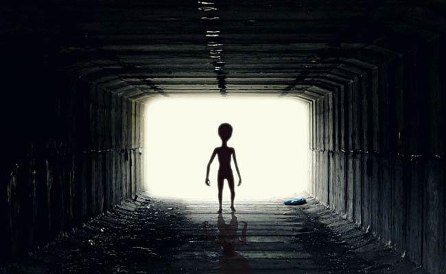 पुणे में शख्स को घर के सामने दिखा 'Alien', प्रधानमंत्री को लेटर लिखकर की ये मांग
