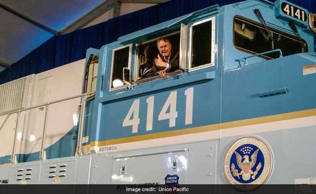 13 Years Ago HW Bush Drove This Locomotive. Today It's His Last Ride