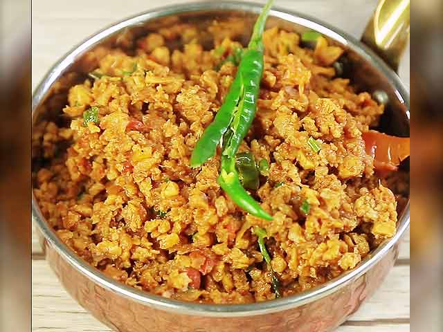 Video : How To Make Spicy Soya Bhurji At Home