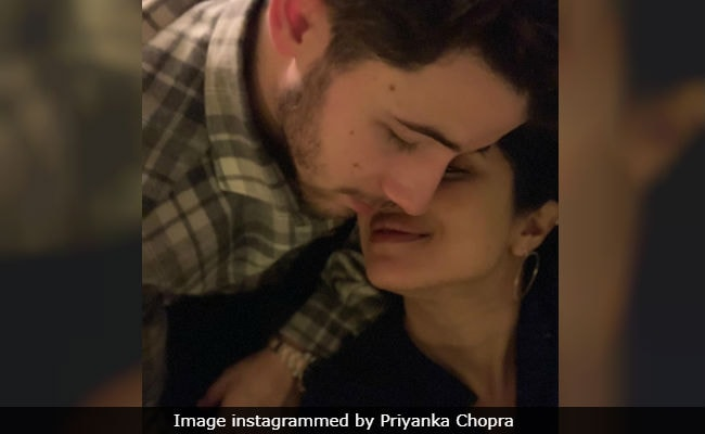 Priyanka Chopra And Nick Jonas' Loved-Up Pic Sends The Internet Into Meltdown