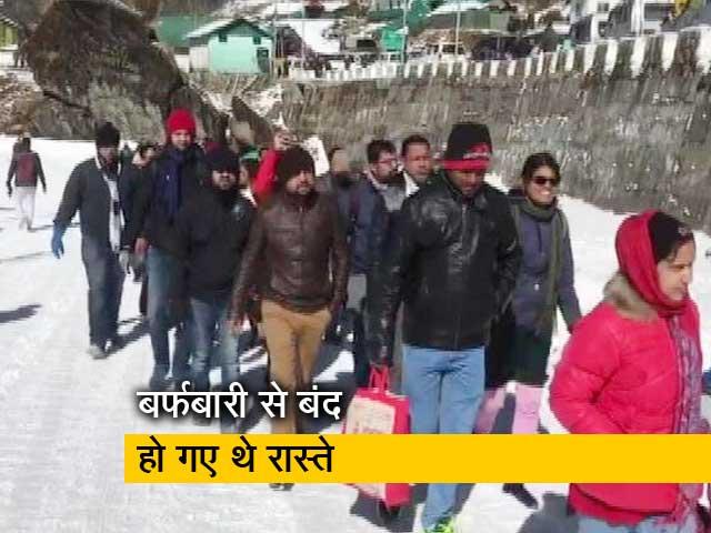 Video : बर्फबारी में फंसे 3000 से ज्यादा पर्यटकों को सेना ने बचाया
