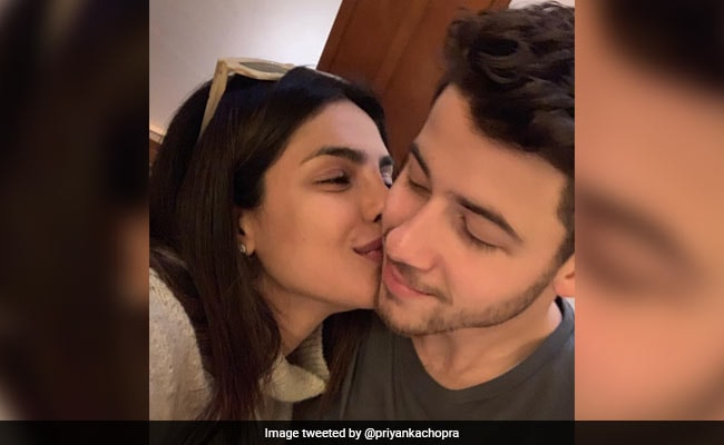Priyanka Chopra Kisses Nick Jonas In Adorable Pic, Her Post For 'The Most Stylish Man On The Planet' Is Couple Goals x Infinity