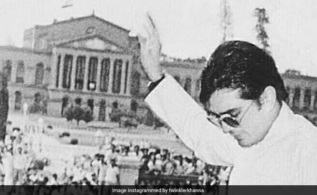 On Rajesh Khanna's Birth Anniversary, Twinkle Posts An Old Pic Of Her Dad. Reveals Interesting Trivia