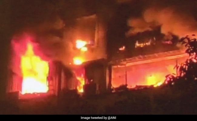 मुंबई के चेंबूर में रिहायशी इमारत में लगी आग, 4 बुजुर्गों सहित 5 की मौत, 2 घायल