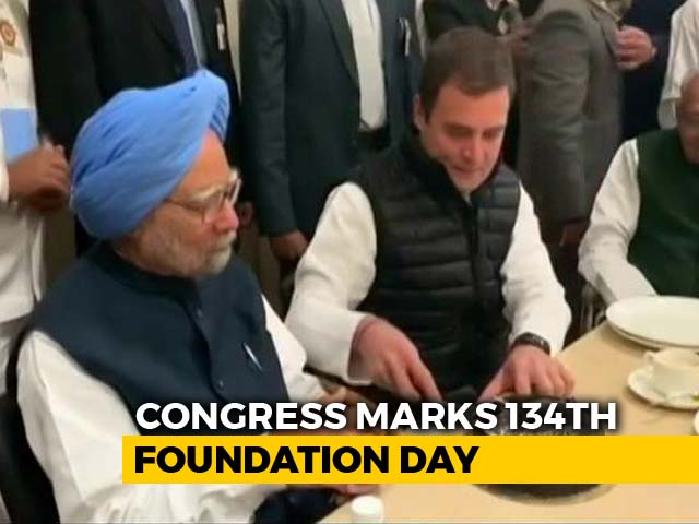 Video : Manmohan Singh, Rahul Gandhi Cut Cake Together Amid Buzz Over Biopic