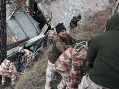 1 Killed As Bus With 36 Border Cops Falls Into Gorge In Jammu And Kashmir
