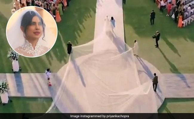 प्रियंका चोपड़ा ने शादी में राजकुमारी जैसा दिखने के लिए 75 फुट लंबा घूंघट रखा, Video वायरल