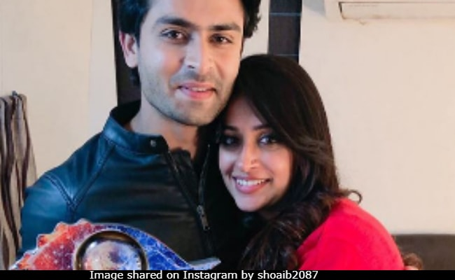 Viral: Video Of Bigg Boss 12 Winner Dipika Kakar Escorted Out In The Arms Of Husband  Shoaib Ibrahim After Grand Finale