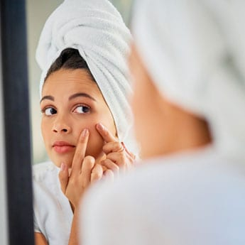 Got A Pimple Out Of Nowhere? 6 Fixes To Zap It Away