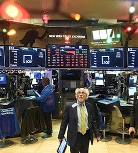 Slowdown Fears Fuelled By US Economic Data, Apple Warning Drag Wall Street