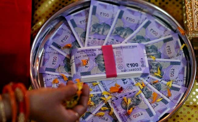 Rupee Loses 14 Paise Against Dollar Ahead Of RBI Board Meeting