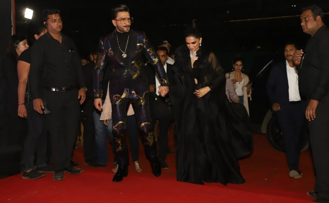 Deepika Padukone And Ranveer Singh Outshine All Others At Awards Night. Pics Here