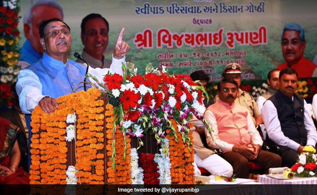गुजरात में कांग्रेस छोड़कर भाजपा के टिकट पर चुनाव लड़ने वाले चार विधायकों ने ली शपथ