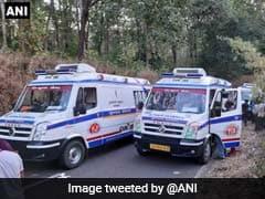 गुजरात: 200 फुट गहरी खाई में गिरी बस, 8 छात्रों सहित 10 की मौत