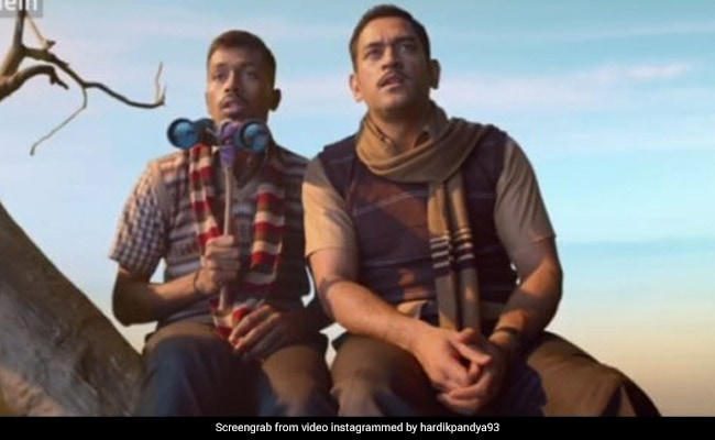 महेंद्र सिंह धोनी बने 'बिट्टू भैया', पेड़ पर बैठे हार्दिक पंड्या से भोजपुरी अंदाज में बोले- 'हट बुड़बक...' देखें Video