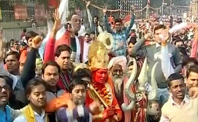 VHP Rally LIVE Updates: राम मंदिर के लिए विहिप की विराट धर्मसभा, रामलीला मैदान में साधू-संतों का जमावड़ा