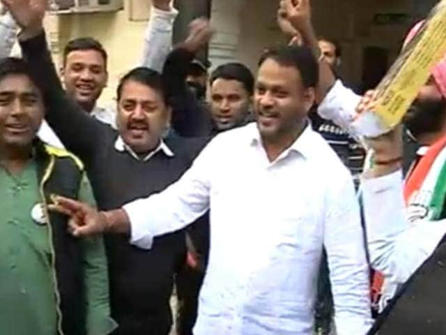 Video : Celebrations Continue Outside Congress Headquarters In Jaipur