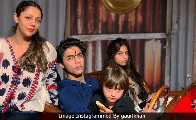 Ahead Of New Year, Here's A Postcard-Worthy Pic Of Gauri Khan With Aryan, Suhana And AbRam