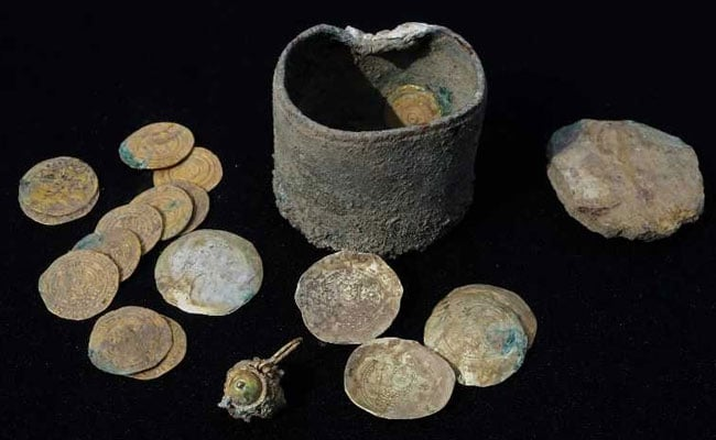 900-Year-Old Gold Coins, Earring Found In Israel