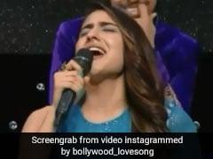 सारा अली खान ने बेसुरी आवाज में गाया रोमांटिक सॉन्ग, जोर-जोर से रोने लगा बच्चा... देखें Video