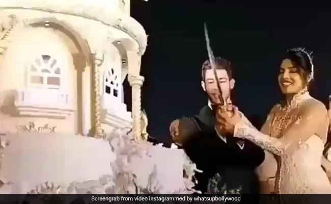 प्रियंका चोपड़ा-निक जोनास को तलवार से काटना पड़ा शादी का केक, ये थी वजह- देखें Video