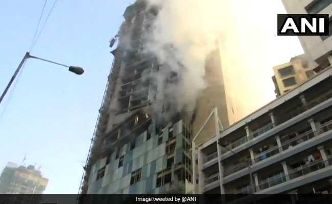मुंबई: कमला मिल्स कंपाउंड के नजदीक निर्माणाधीन इमारत में लगी आग, दमकल की 5 गाड़ियां मौके पर मौजूद