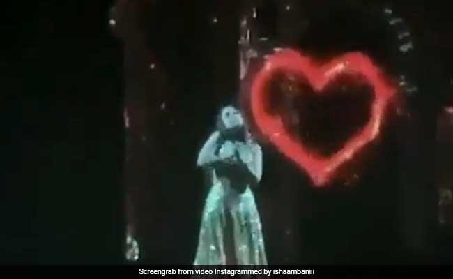 Isha Ambani ने सरेआम किया Anand से अपने प्यार का इज़हार, कहा - तेरे बिना ना लग दा जी...VIRAL हुआ वीडियो