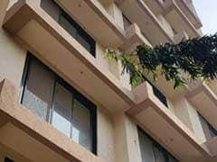 पेड़ ने बचाई बच्चे की जान, खेलते-खेलते गिरा चौथी मंजिल से फिर हुआ कुछ ऐसा