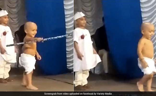 'गांधी जी' ने जैसे ही देखा अपनी मां को तो लाठी छोड़ करने लगे ऐसा, 'नेहरू जी' रह गए हैरान! देखें VIDEO