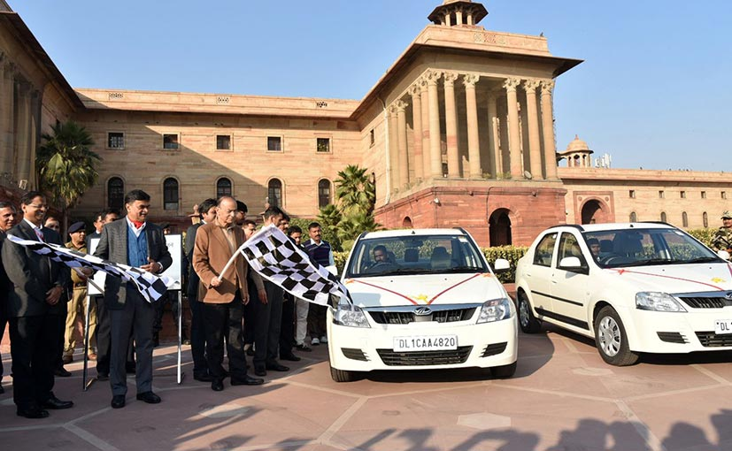 Finance Minister Arun Jaitley flags off the Mahindra e-Veritos at North Block