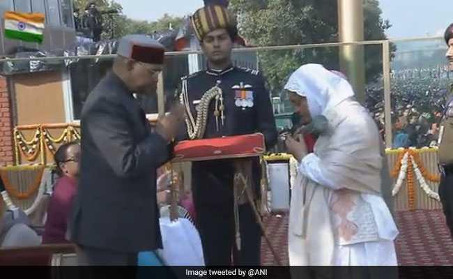 Republic Day: लांस नायक नजीर अहमद वानी को मरणोपरांत मिला अशोक चक्र, सम्मान लेते हुए भावुक हुई पत्नी