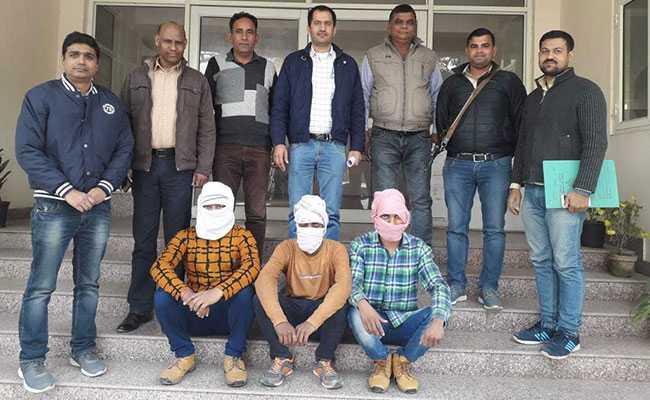 उबर टैक्सी के ड्राइवर और उसके दोस्त की हत्या का मामला सुलझा, तीन गिरफ्तार
