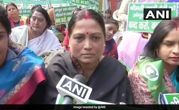 Ram Vilas Paswan S Daughter Asha Paswan Protests Angootha Chhap Jibe At Rabri Devi