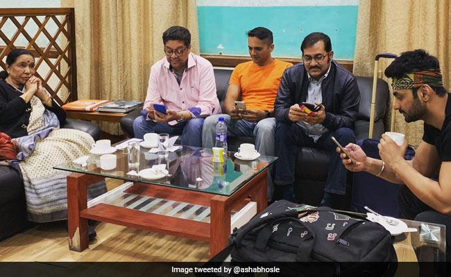 'Good Company But No One To Talk To': Asha Bhosle's Tweet Is An Eye-Opener
